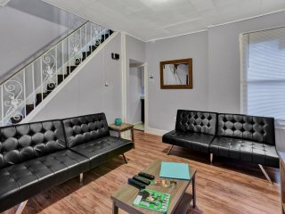 Lovely Private Spacious House Near Everything, 8 Mins to City Center