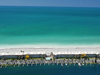 Beachfront Condo - 3 BR- Heated Pool - Free Boat Docks – Upscale – Siesta Key