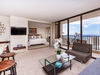 Luxury Ocean View condo, Free parking, sleeps 5!
