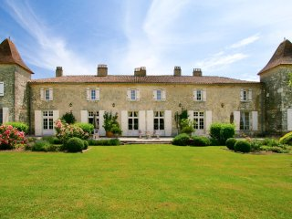 5 bedroom Chateau in Riocaud, Nouvelle-Aquitaine, France : ref 5049683