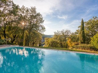 Pomayrede Chateau Sleeps 16 with Pool and Air Con - 5049622