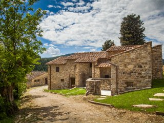 6 bedroom Villa in Fornello, Tuscany, Italy : ref 5049075