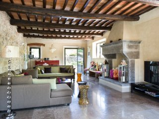 Lecchi Villa Sleeps 10 with Pool and Air Con - 5049068