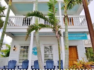 Grand Maison on Duval Street, Sleeps 8, Private Oasis with Pool and Parking