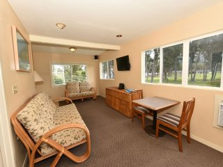 Waimanalo Beach Cottages 6