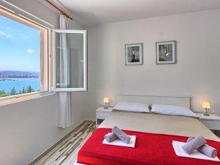 Apartment 2+2 Lozovina Trogir (Seget Donji)