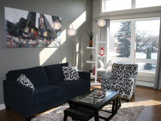 RhodeHouse Suites Gorgeous 2 Bedroom 2 Bath Condo Across from U of S & RUH