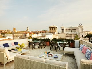 3 bedroom/3 bath villa with a private rooftop terrace near Palazzo Doria Pamphil
