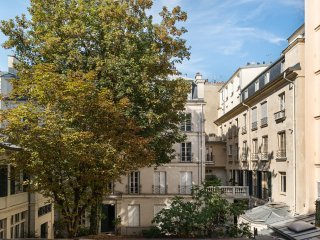 Rue Honore Chevalier - 2 Bedrooms, Each With A Kind Bed, In Coveted Saint Germai
