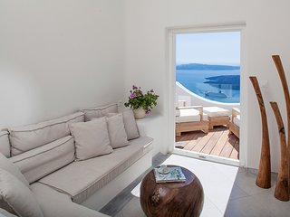 Imerovigli Villa - 4 bedroom home with 2 relaxing Jacuzzis with breath-taking vi