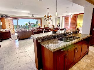 Luxurious Ocean View Apartment w/ Outdoor Kitchen, Lanai, Beach Access & More!