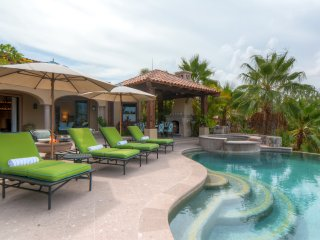 Amazing 4B w/Dual Master Bdrms & Private Pool - Access to Private Beach Club