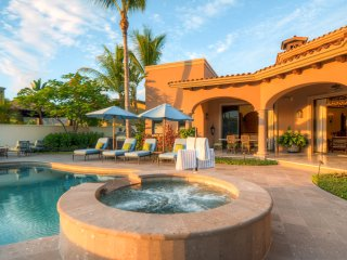 Luxe 4B/ 4.5 BA VIlla w/Private Infinity Pool, 2 Golf Carts,  Beach Club & More!