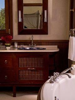 3921_aa2_master_bathroom_bbbjkm_0