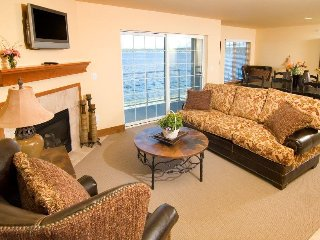 Bayside Resort 2BR with Beach Access and Onsite Dining
