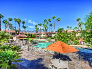 One Bedroom w/ Private Balcony, Resort WiFi & Full Kitchen Near Palm Springs