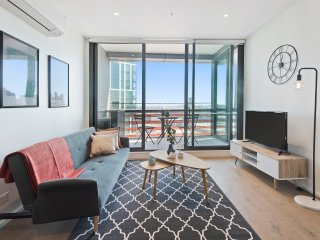 Mins to Mel CBD | City VIEW 2Bed APT+Free Car Park