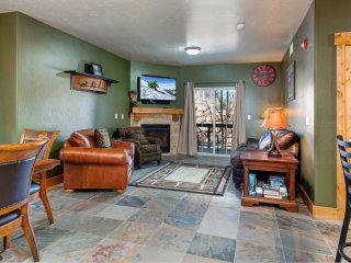 Corner Unit, NEAR RESORTS-On the Free Shuttle Route-Steps to Clubhouse (BHL4207)