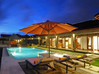 Aditi, 3 Bedroom Villa+Car in Ubud;