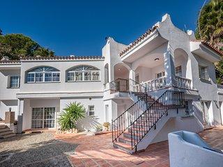 6BR Villa Rafaela, 5 min to Beach, Stunning Sea Views
