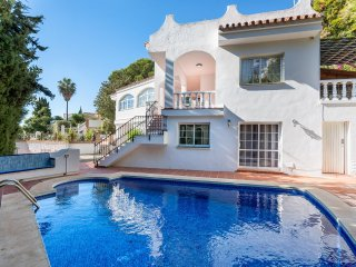 6BR Villa Rafaela, 5 min to Beach, Stunning Sea Views