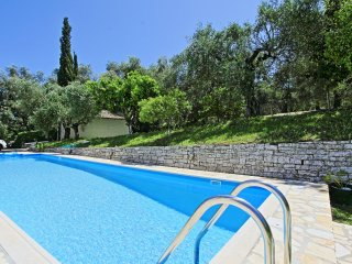 Areti Apartment Dio: Shared pool and BBQ, in a quiet area not far from the beach
