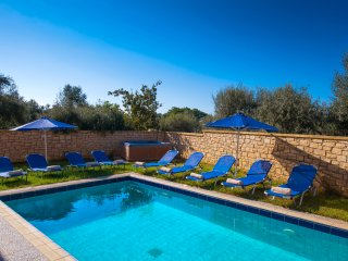 Paradise Villa - Ideal for Groups, Pool & Hot Tub