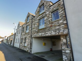 THE MOORINGS, open plan, harbour views, ground floor living, Ref 961222