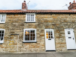 BIMBLE COTTAGE, exposed wooden beams, Grade II listed, WiFi, Ref 949035
