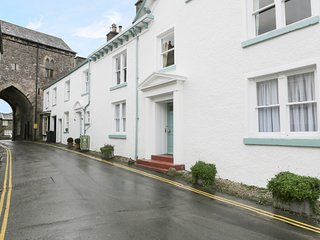 1 TOWER HOUSE, WiFi, pub nearby, luxurious décor, Ref 940193