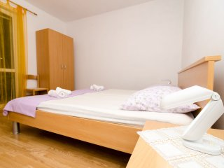 Double room (6) in beautiful Polače