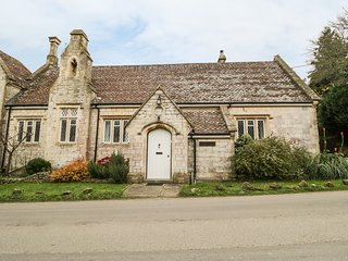 OLD SCHOOL, Grade II listed, en-suite, WIFI, Ref 930956