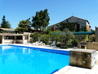 LS1-194 GRANADIE, Lovely rental near the center of the village, in Mouriès