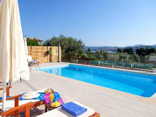 Family Villa with private pool in Ligia