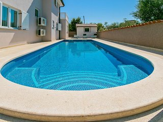 Modern villa for rent with pool, Pula