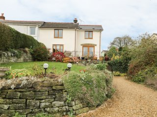 LYNTON HOUSE, exposed beams, snug, four bedrooms, in Drybrook, Ref. 15448