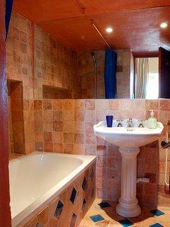 Suite Tournesol b&b Mas Sérénité. Salle de bain privée.