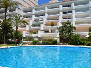 1 BED MARBELLA APARTMENT, SLEEPS 4, DINING BALCONY, POOL, SHORT WALK TO  BEACH