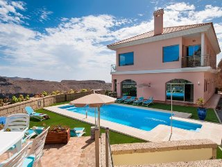 Majestic Villa Monte Leon for 6 + 6