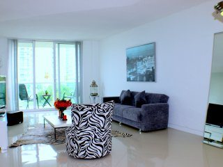 MIA.OR 414 - New Apart 2/4p perfect location Sunny Isles OR
