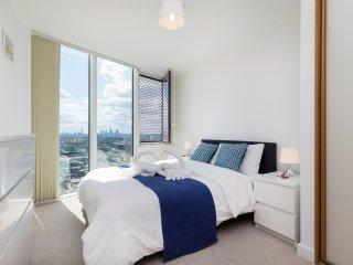 30th Floor apartment with Stunning View in London