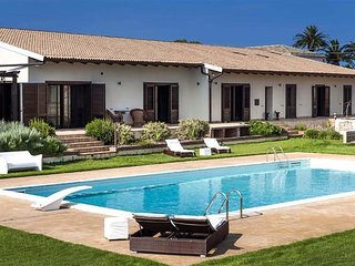 4 bedroom Villa in Syracuse, Sicily, Italy : ref 5484115