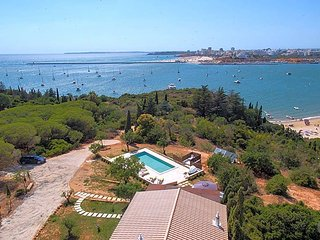 Ferragudo Villa Sleeps 6 with WiFi - 5481227