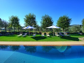 Galluzzo Villa Sleeps 6 with Pool and Air Con - 5480547
