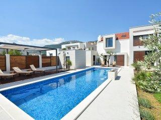 6 bedroom Villa in Kastel Luksic, Splitsko-Dalmatinska Zupanija, Croatia : ref 5