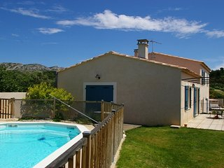 LS1-240, Charming rental in the Alpilles Natural Park, in Aureille