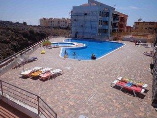 Comfortable and quiet apartment in Callao Salvaje, sleeps 4.