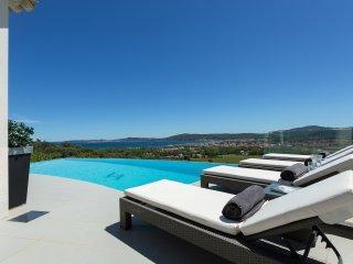 4 bedroom Villa in Grimaud, Provence-Alpes-Cote d'Azur, France : ref 5473514