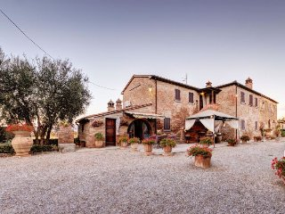 5 bedroom Villa in Cortona, Tuscany, Italy : ref 5472940