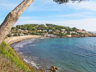 4 bedroom Villa in Sanary-sur-Mer, Provence-Alpes-Cote d'Azur, France : ref 5436